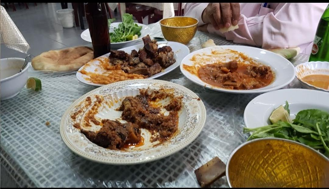 مسخرة مطعم في دبي يقدم